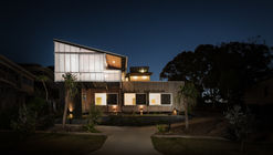 Stradbroke Dual Occupancy / Graham Anderson Architects