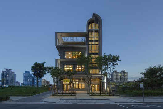 Suang Lien Xinzhuang Social Welfare Center / JJP