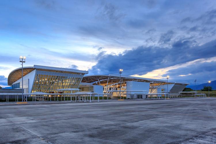 Aeropuerto Perales de Ibagué / David Delgado Arquitectos, © Llano Fotografía