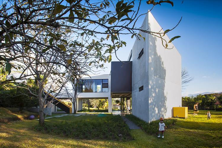 MENARI Residence / Ecostudio Architects, © Anny Leiva