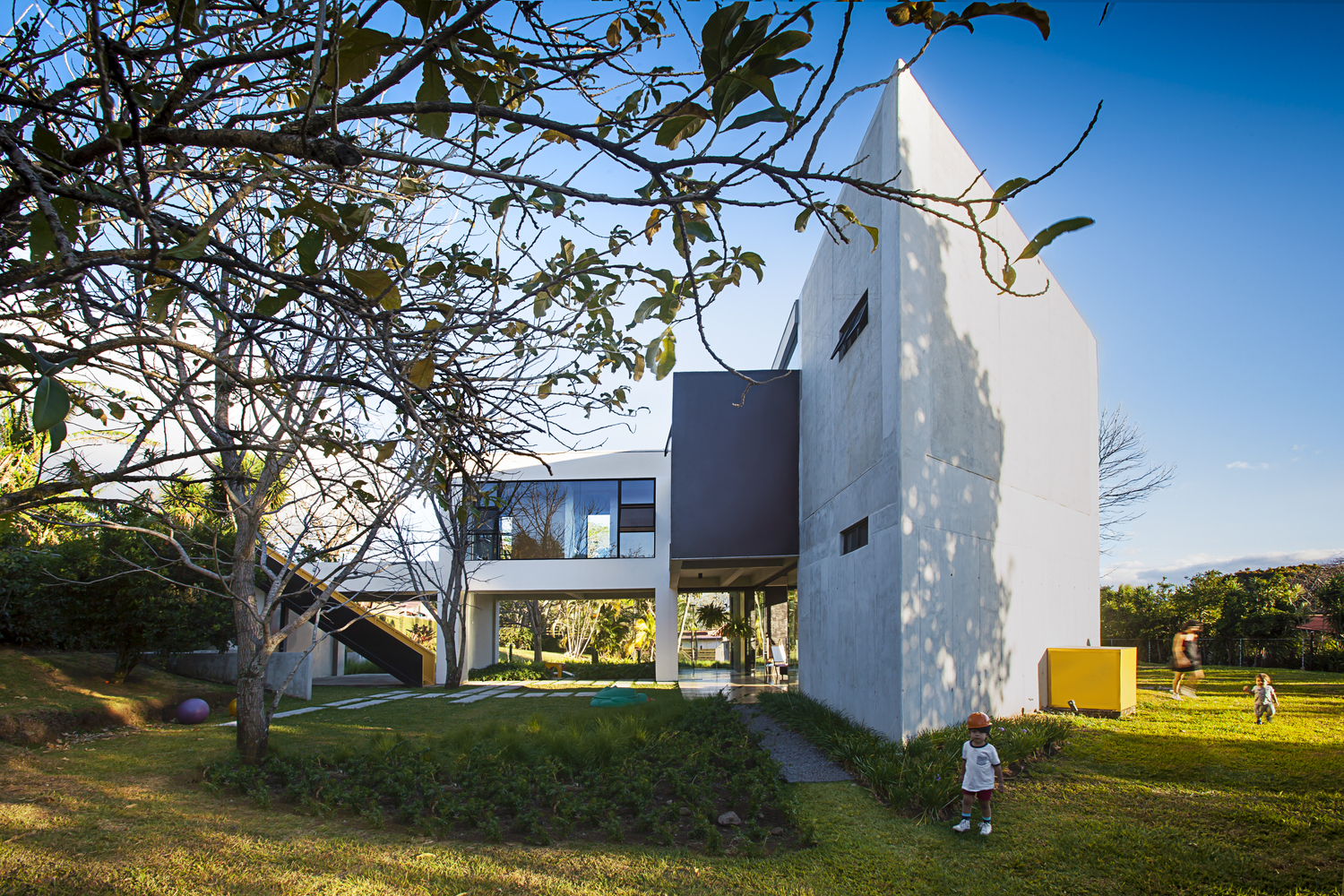 Residencia MENARI / Ecostudio Architects