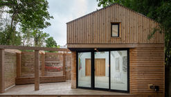 Micro-barn / Edgar Papazian architect