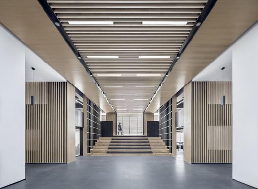 Elevator hall and entrance hall. Image © Bowen Hou