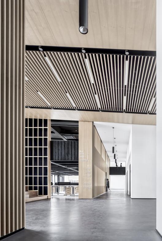 Lobby and Corridor. Image © Bowen Hou