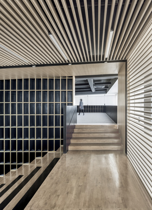Vertical Circulation and Office Space. Image © Bowen Hou