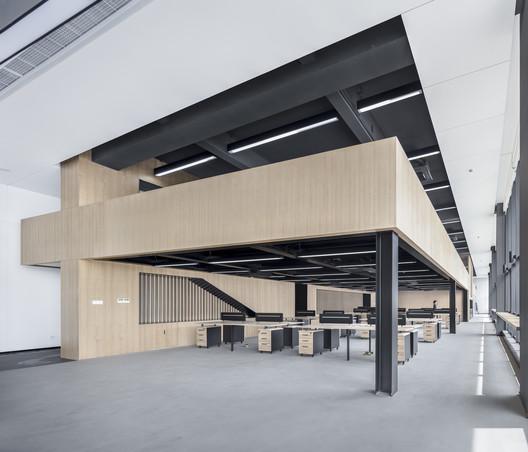 """Cross"" Mezzanine and Office Space. Image © Bowen Hou"