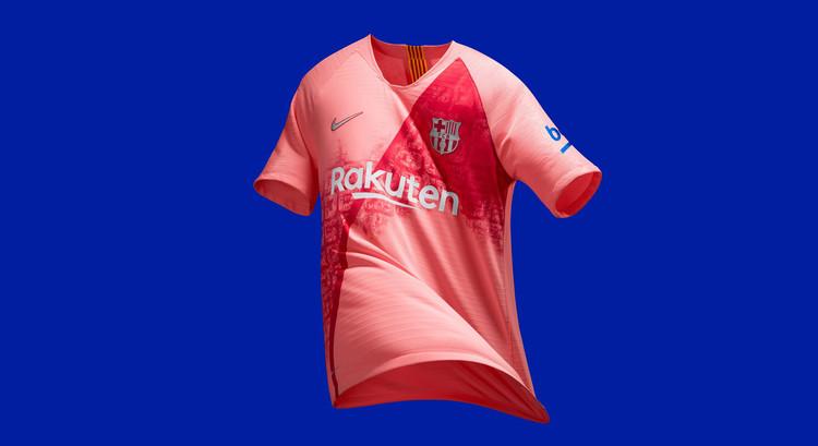 Barça presta homenagem à cidade de Barcelona em seu novo uniforme, Terceira camiseta do Barça para a temporada 2018/2019. Imagem via FC Barcelona en Twitter