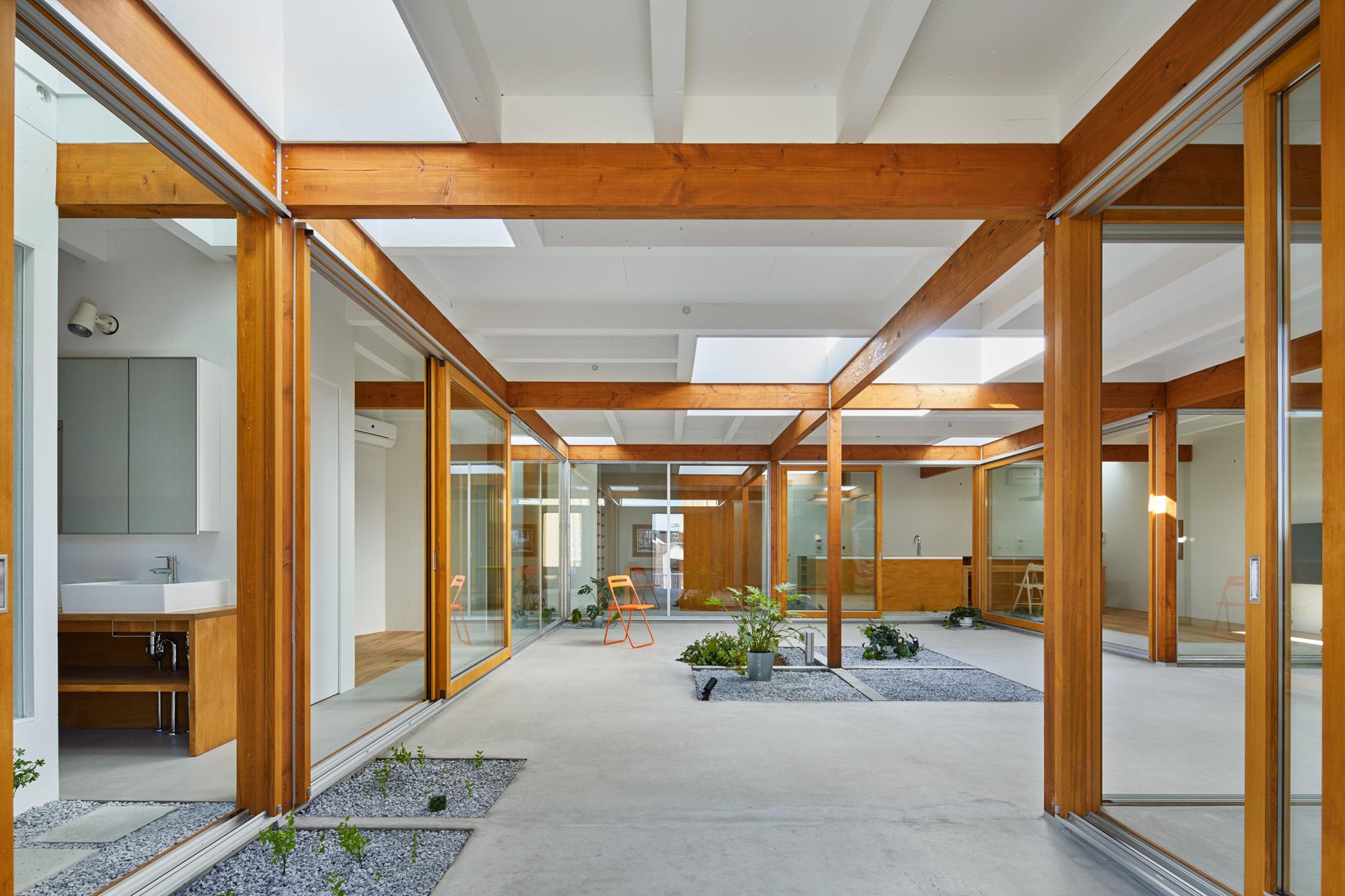 House in Kozukue / Takeshi Hosaka Architects