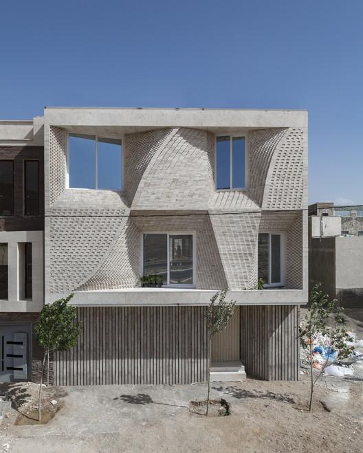 Mahallat Residental Building No3 / CAAT Studio