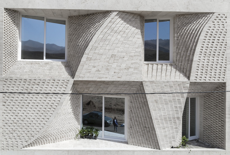 Mahallat Residential Building No3 / CAAT Studio, © Parham Taghioff