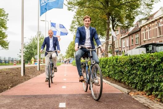 Holanda inaugura la primera ciclovía del mundo construida con plástico reciclado
