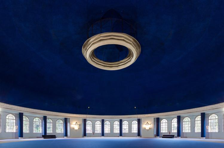 Palacio Quitandinha: el destino perfecto en Petrópolis para los amantes de Wes Anderson., Salão Mauá, con una cúpula de 50 metros de diámetro y 30 metros de altura. Image © Flagrante / Romullo Fontenelle