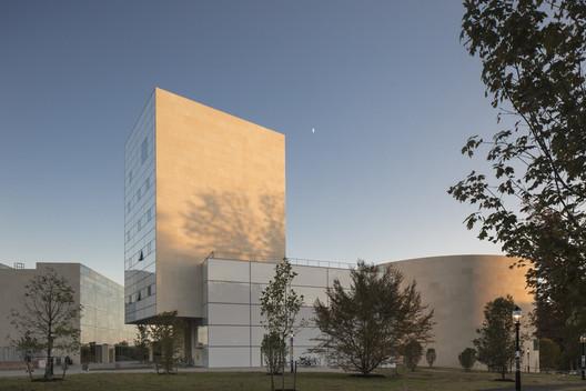 Lewis Arts Complex, Princeton University. Image © Paul Warchol