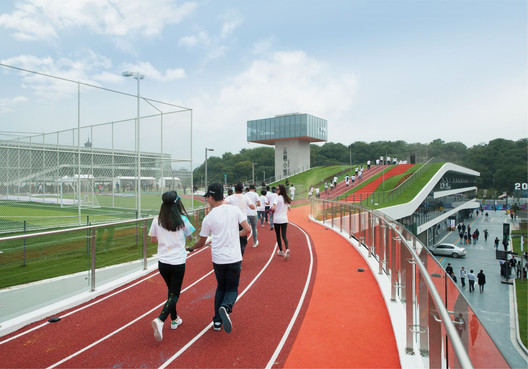Rooftop Running Track. Image © Lianping Mao