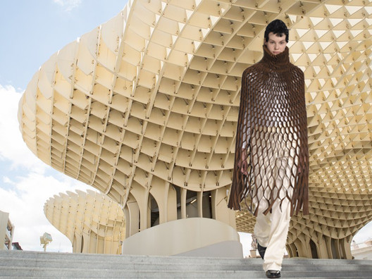 Structural mesh used in architecture such as pavillion Metropol Parasol, in Seville Spain, designed by Juergen Mayer reminds of Junya's Watanabe AW2015 catwalk. Image Courtesy of Viktoria Al. Lytra