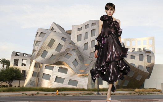 Blurring lines leads to extraordinary shapes that form buildings and garments such as the Cleveland Clinic Lou Ruvo Center for Brain Health Nevada, USA, by Frank Gehry and Givenchy FW18 runway. Image Courtesy of Viktoria Al. Lytra