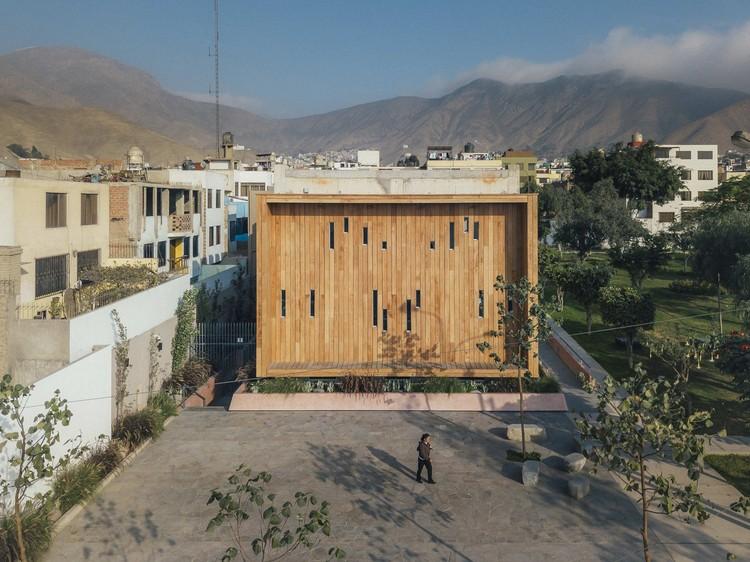 Community Library in La Molina / Gonzalez Moix Arquitectura, © Ramiro Del Carpio Fotografía