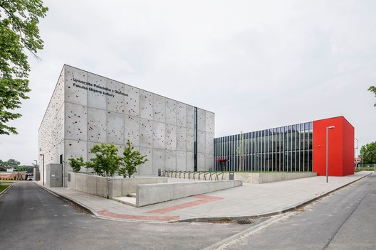 Facultad deportiva de la Universidad de Olomouc / Atelier-r