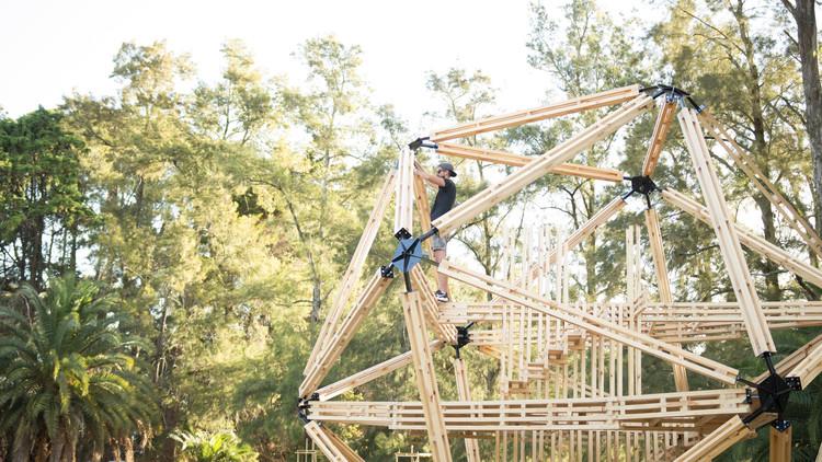 Hello Wood Argentina 2019: llega la tercera edición y anuncia su convocatoria abierta para líderes de proyecto, Estructuras de madera construidas en el Hello Wood Argentina 2018. Image Cortesía de Hello Wood