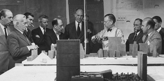 Vilamajó (Uruguay, second from left) with various members of the Board of Design Consultants for the UN Headquarters Building in 1947, including N. D. Bassov (Soviet Union), Gaston Brunfaut (Belgium), Ernest Cormier (Canada), Le Corbusier (France), Liang Seu-cheng (China), Sven Markelius (Sweden), Oscar Niemeyer (Brazil), Howard Robertson (United Kingdom), and G. A. Soilleux (Australia), as part of the Board of Design Consultants for the U.N. Headquarters Building in 1947. Image Courtesy of Courtesy the Facultad de Arquitectura Diseño y Ubranismo Montevideo, via Metropolis Magazine