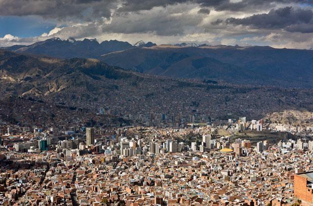 Ainda não é verdade que 8 em cada 10 pessoas vivem em áreas urbanas, Novas estimativas indicaram que 84% da população mundial vive em cidades. Image © Cliff Hellis/Flickr