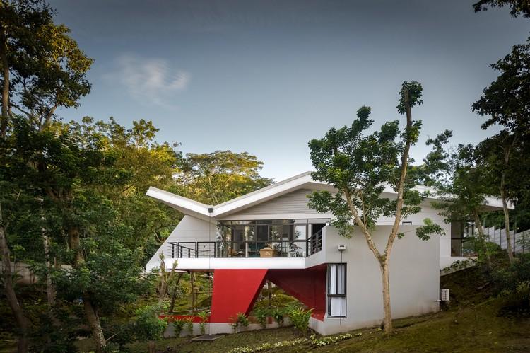 Folded Villa / Valenzuela+Zamora, © Mauricio Valenzuela