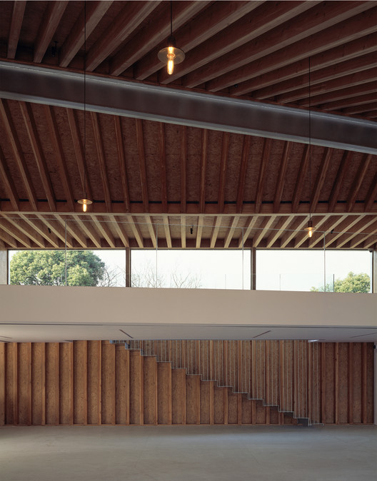 continuous wood structure and steel beam. Image © Hao Chen