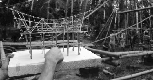 <a href='https://www.plataformaarquitectura.cl/cl/884151/por-que-las-maquetas-son-fundamentales-para-hacer-realidad-los-proyectos-en-bambu'>The models are fundamental to realize these bamboo projects</a>. Image © Eduardo Souza