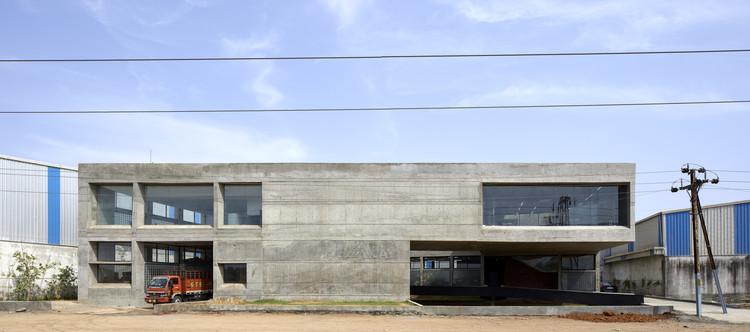 Concrete Void – Vijay Transtech Factory / Sameep Padora & Associates, © Edmund Sumner