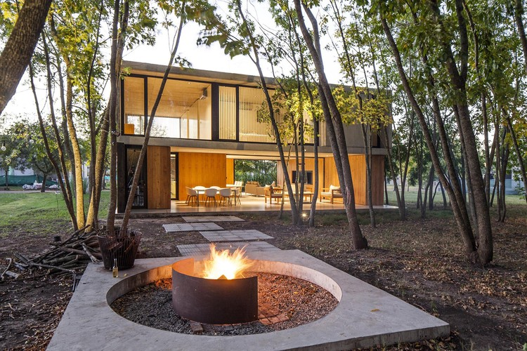 MF House / Estudio V2 Arquitectos