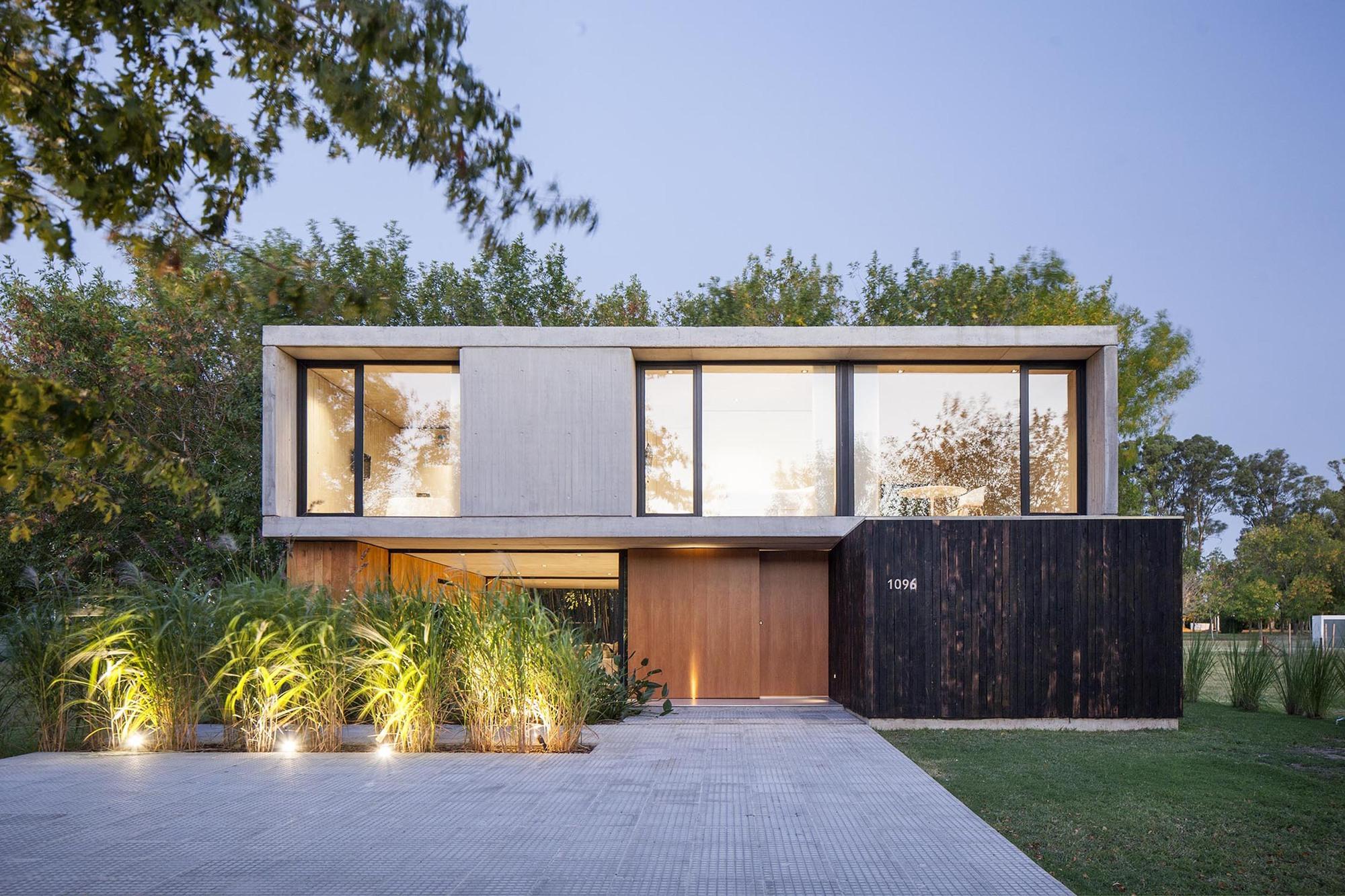 MF House / Estudio V2 Arquitectos