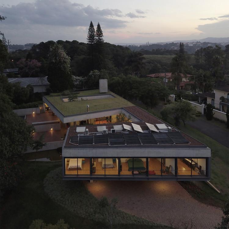 Casa en Cotia / UNA Arquitetos, © Bebete Viégas