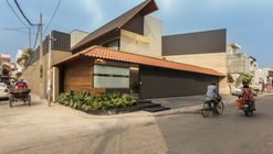 An Indian Modern House / 23DC Architects