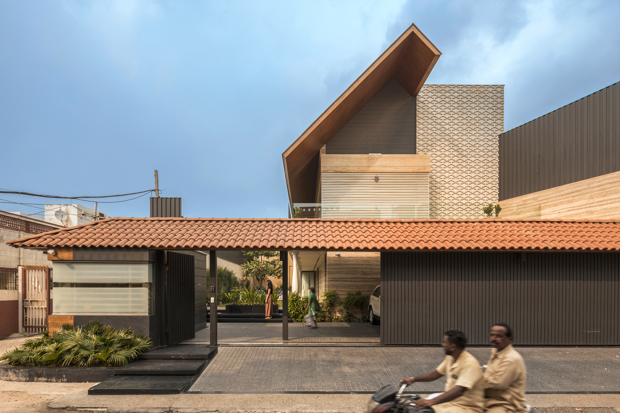 Gallery of An Indian Modern House / 23DC Architects - 3