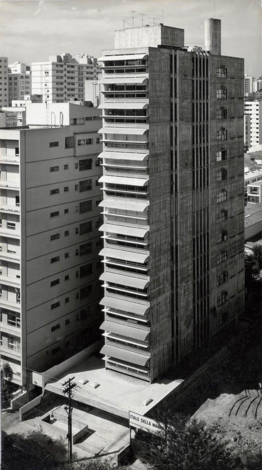 Guaimbê Residential Building / Paulo Mendes da Rocha and João Eduardo de Gennaro. © Revista Acrópole, n. 343