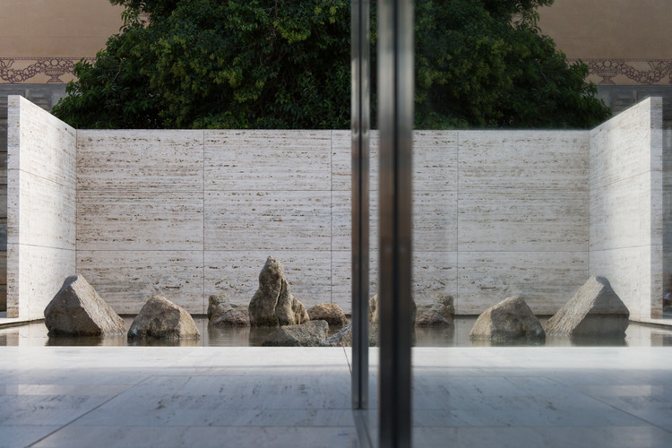 Artist Spencer Finch Evokes Kyoto's Ryoan-ji Garden at the Mies Pavilion, © Anna Mas