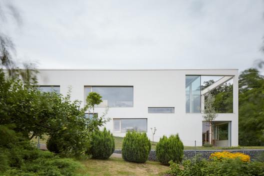 Family House in the Slope / Masparti Martinka Spusta Architekti