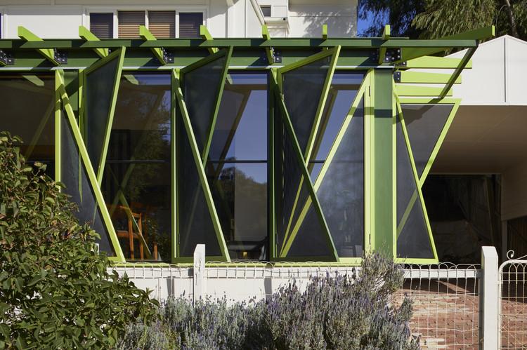 Green Shutter House / OOF! architecture, © Tatjana Plitt