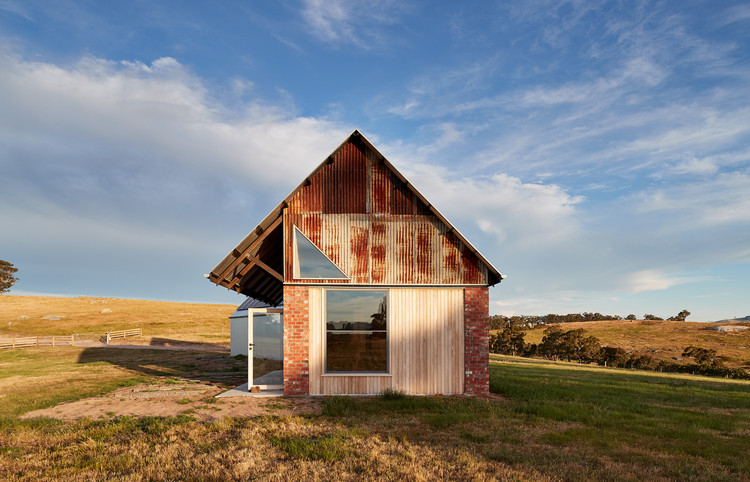 Nulla Vale House and Shed / MRTN Architects, © Peter Bennetts