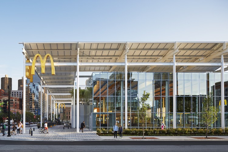 McDonald's Chicago Flagship / Ross Barney Architects, © Kendall McCaugherty, Hall+Merrick Photographers
