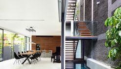 O espaço entre paredes / HYLA Architects
