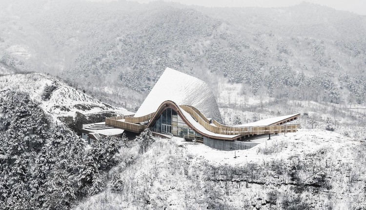 Hilltop Gallery / dEEP Architects, © Baiqiang Cao / ZERO