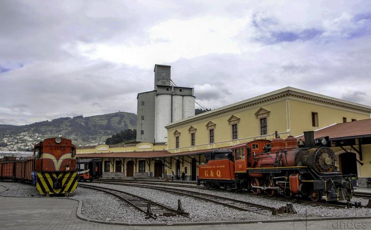 """Quito lanza ambicioso concurso de ideas para la remodelación urbana en torno a su eje ferroviario, © <a rel=""""nofollow"""" href=""""https://www.flickr.com/people/75116651@N03"""">Agencia de Noticias ANDES</a>, bajo licencia <a href=""""https://creativecommons.org/licenses/by-sa/2.0"""">CC BY-SA 2.0</a>. ImageEstación de trenes Chimbacalle, Quito"""