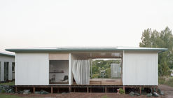House with a Guest Room / Andrew Power