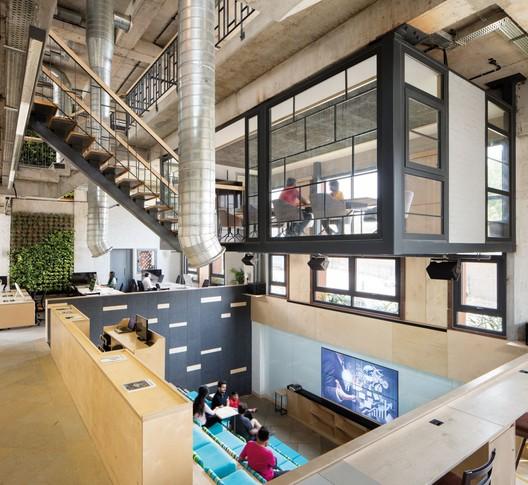 Office for Communique / groupDCA
