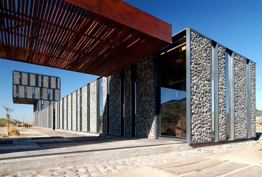 Metropolitan Park South Access / Polidura Talhouk Arquitectos. Image © Marcos Mendizabal