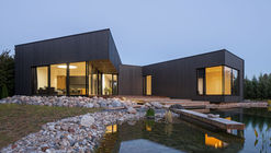 Black House on Nevezis River Slope / Nebrau