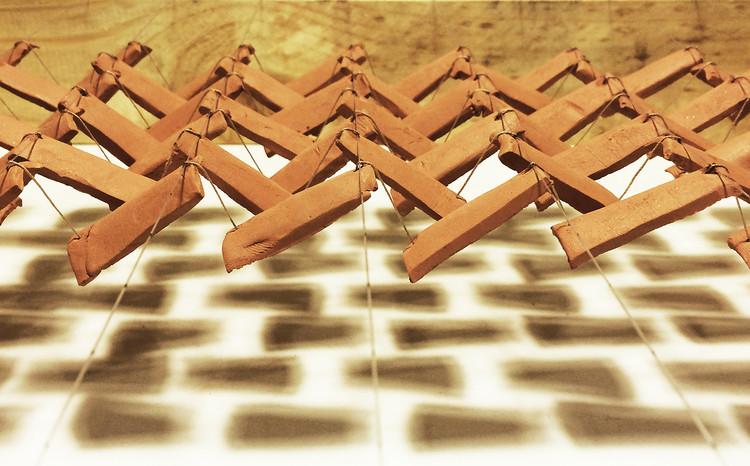 'Flocking Tejas': generar un cuerpo geométrico complejo con tejas de arcilla suspendidas, Detalle prototipo. Image © BASE studio