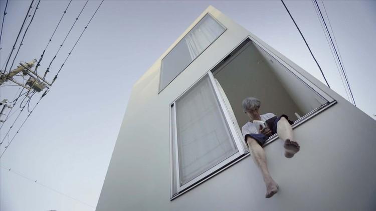 """ArqFilmFest selecciona 34 filmes para la competencia internacional de cine y arquitectura 2018, """"Moriyama-san"""" de los directores Ila Bêka -Louise Lemoine, Francia, 2017.. Image vía ArqFilmFest"""