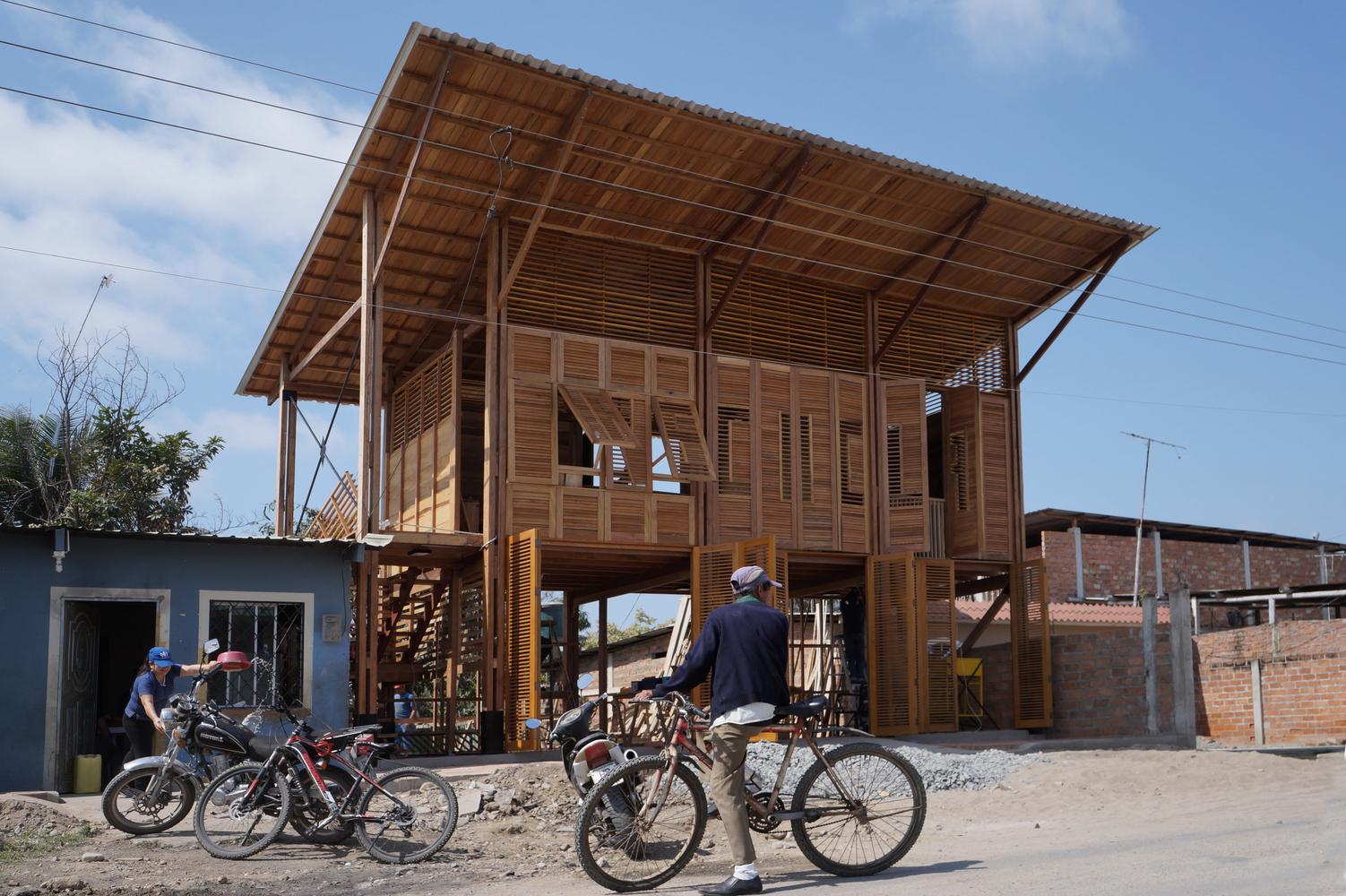 La Comuna / Natura Futura Arquitectura + Frontera Sur Arquitectura